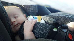bébé fait toutes ses siestes en poussette